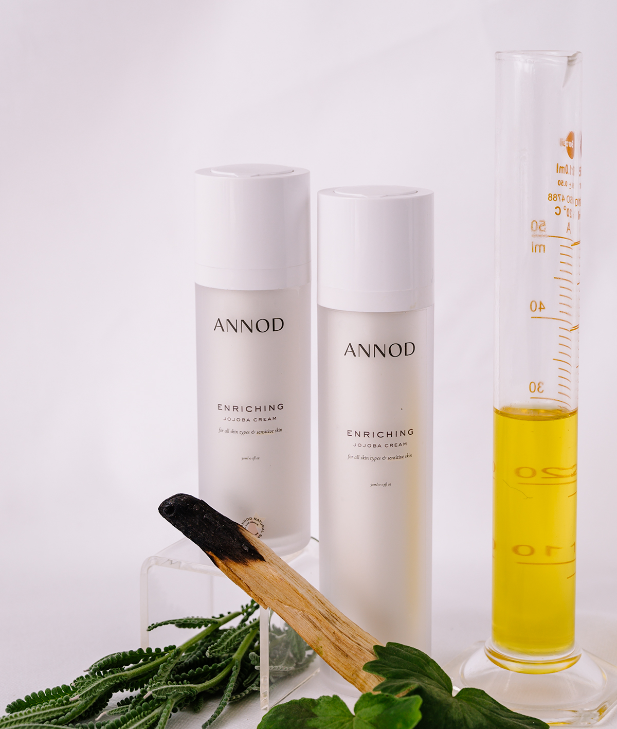 A set consisting a 30 ml and 50ml of Enriching Jojoba Cream with natural ingredients